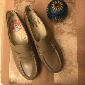GENUINE SAS LOAFERS NWT.  Size 7.5 Color TAN